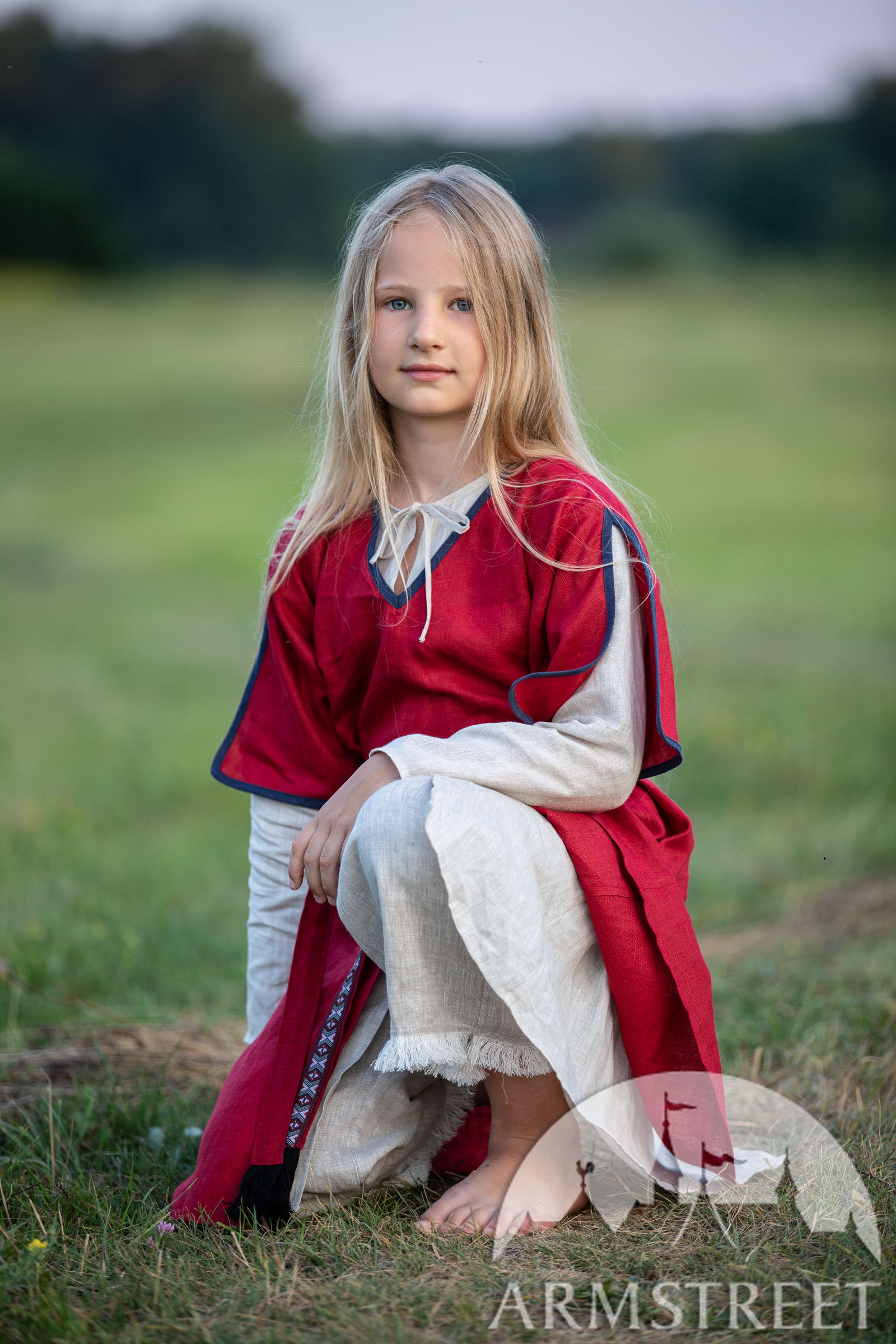 https://armstreet.com/catalogue/full/childrens-linen-tunic-with-contrasting-border-first-adventure-12.jpg