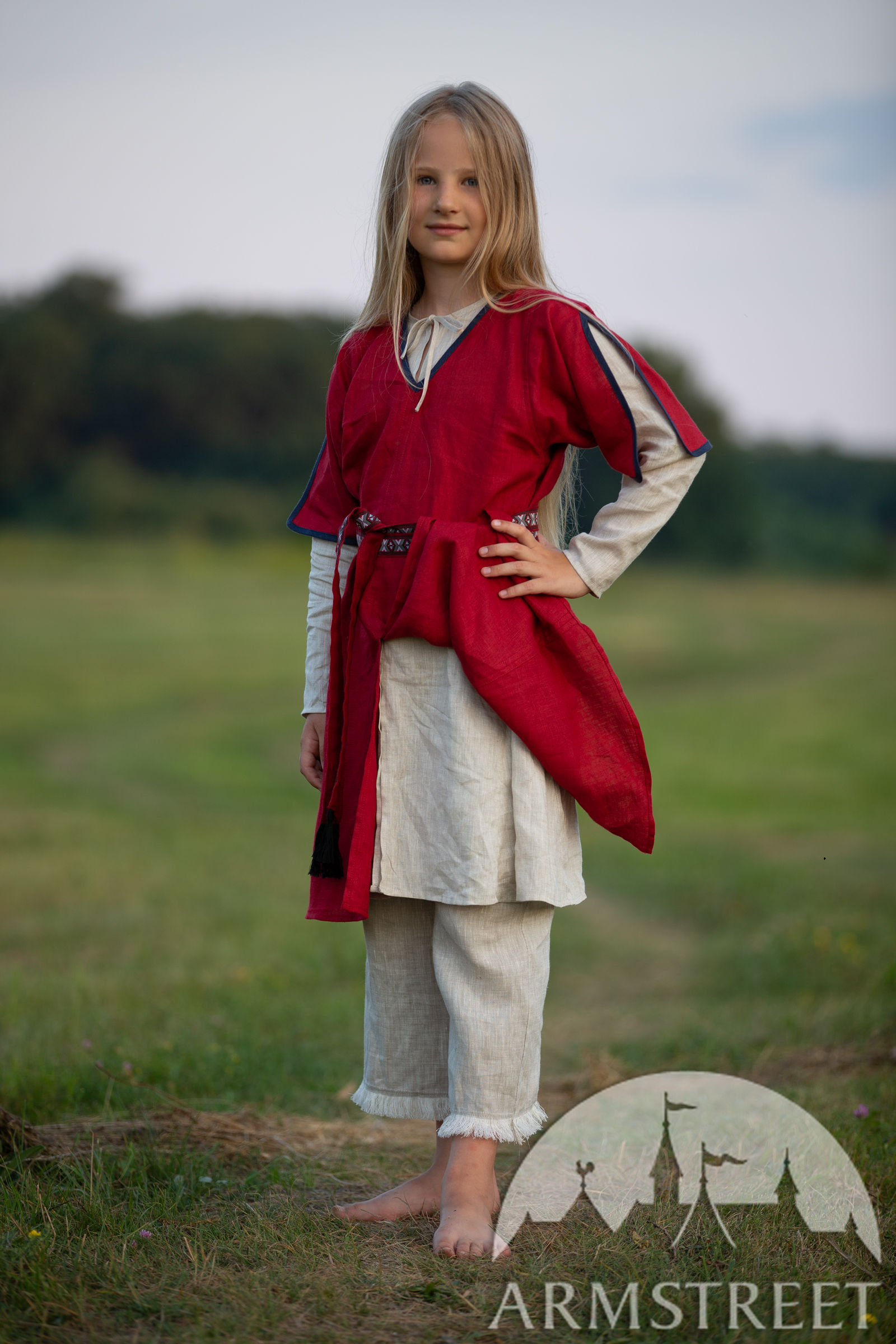 https://armstreet.com/catalogue/full/childrens-linen-tunic-with-contrasting-border-first-adventure-9.jpg