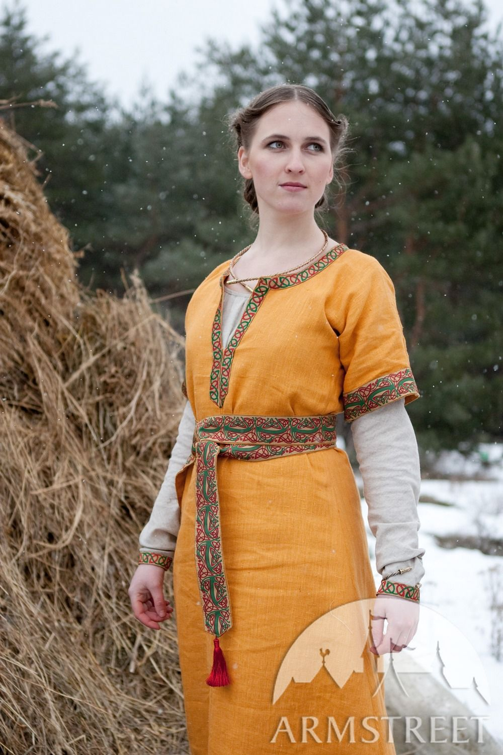 Full dark ages North Europe womens medieval travel dress