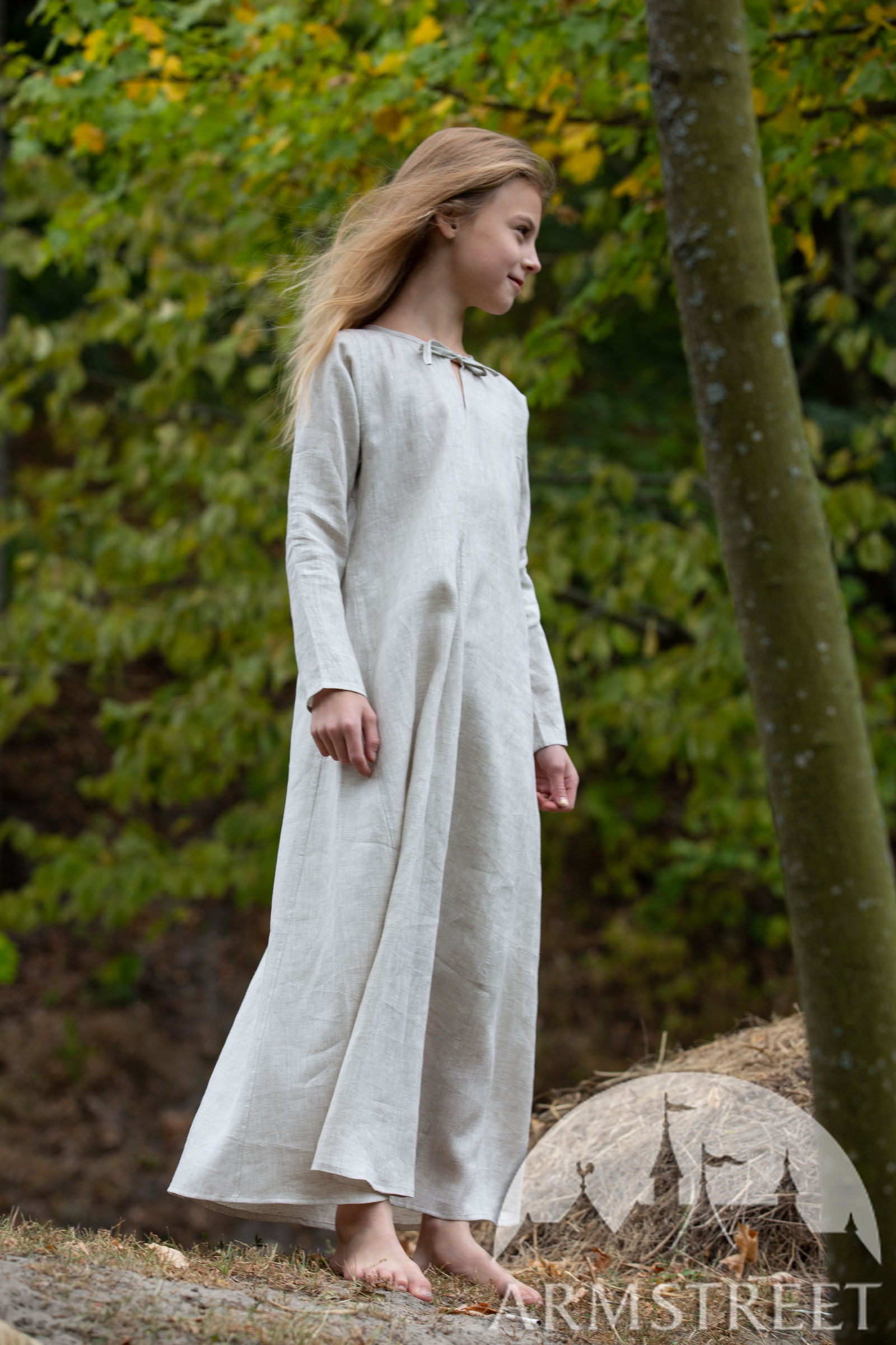 https://armstreet.com/catalogue/full/long-linen-underdress-chemise-for-kids-first-adventure-1.jpg