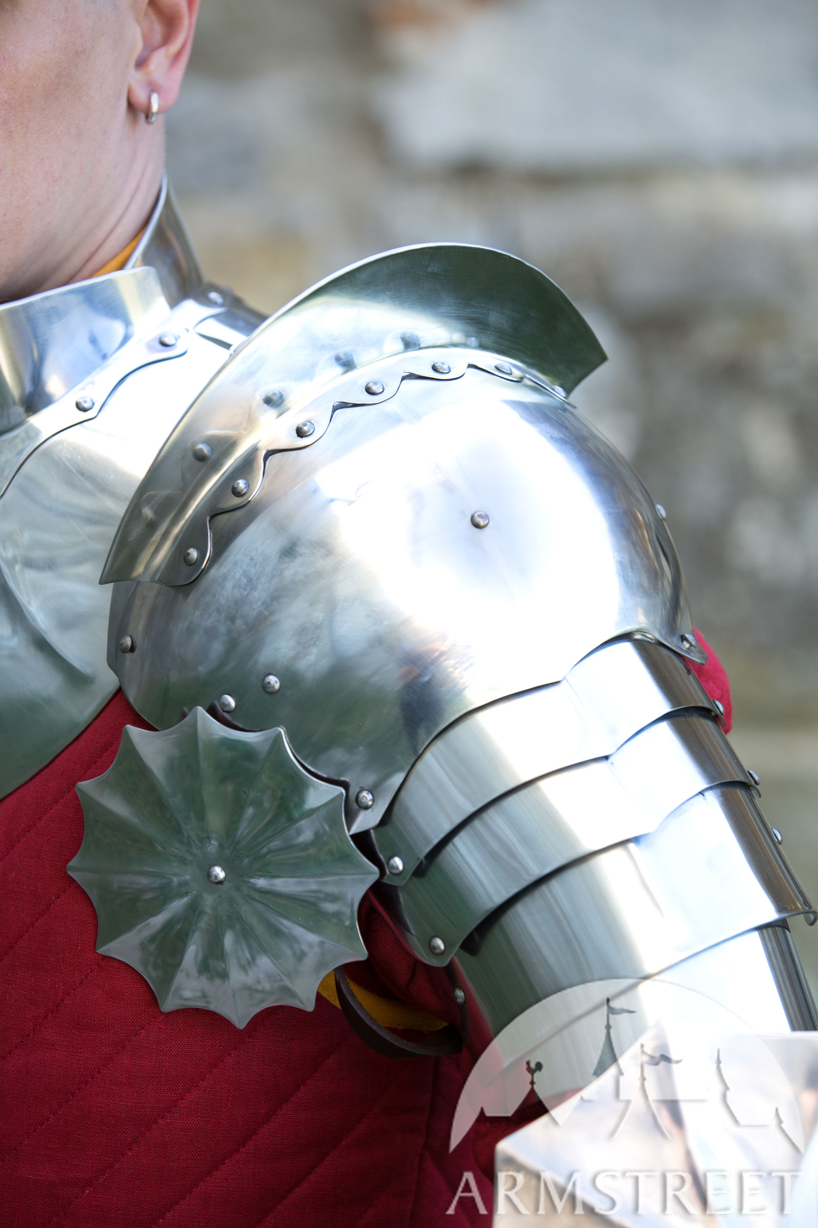 medieval pauldrons �black knight� available in stainless