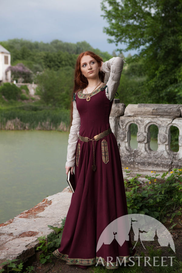 Original German Medieval Clothing In The 14th Century Medieval, Byzantine  Being Replaced By Leather Soles On The Hose Changes In Womens Dress Were Chiefly At The Neck And Hips And Sleeves The Underdress Was Now Somewhat Low It