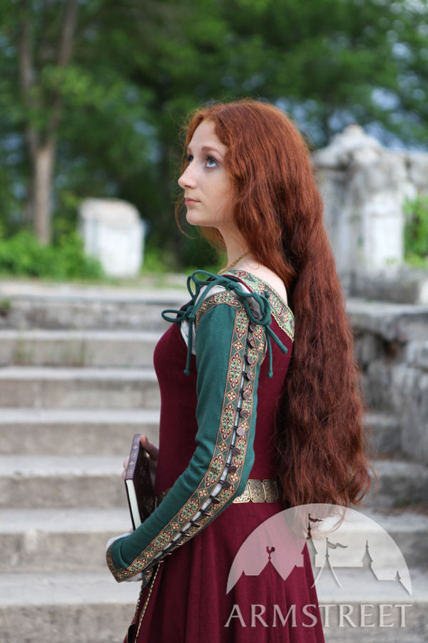 medieval dress �greensleeves� for noblewomen available
