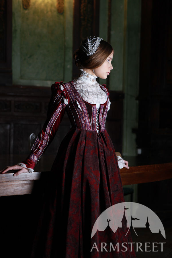 renaissance fashion in dresses Fashion industry & history renaissance fashion - women's clothing in elizabethan england fashions worn by the elite inspired the dress of lower classes and rural women, though the fabric, weave, and embellishments improved with economic status.
