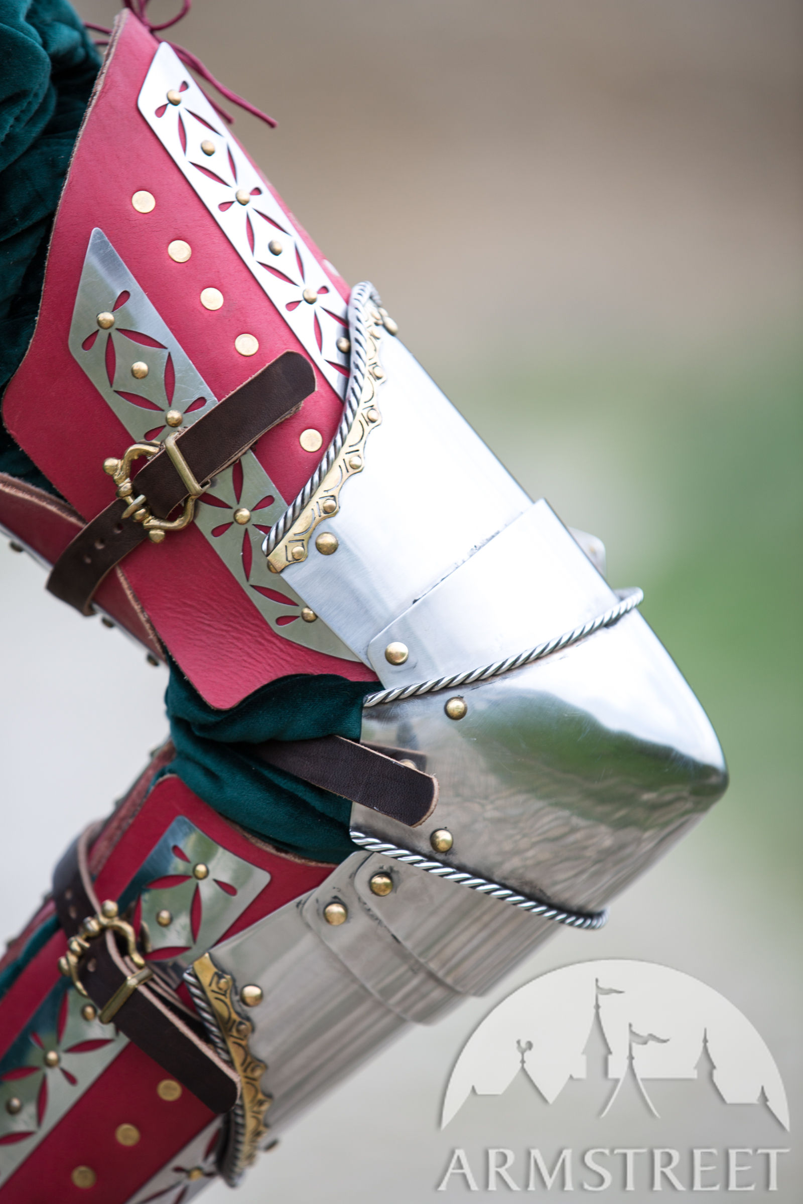 close up of the kingmaker arm armour