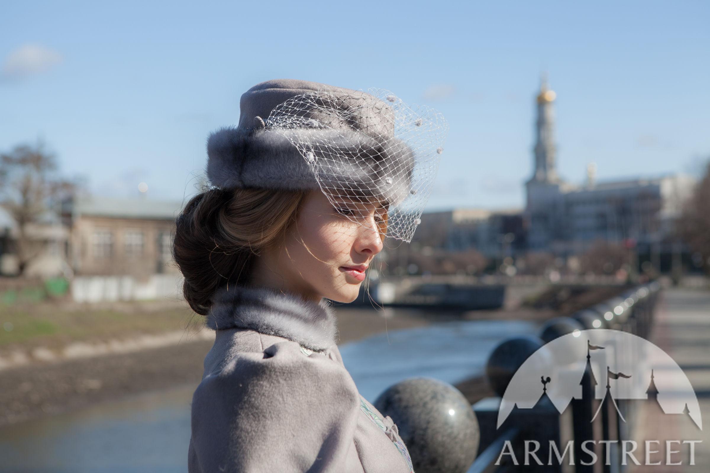 """Veil Hat """"Fleur-de-Lis"""""""