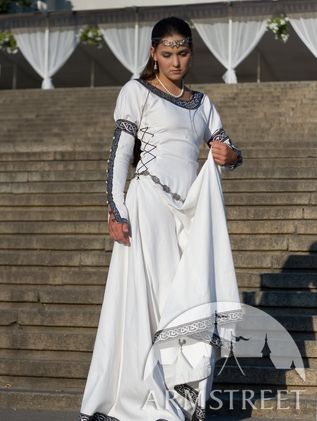 "Medieval White Dress ""Chess Queen"""