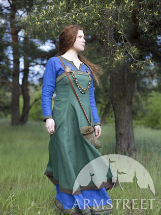 "Viking Dress and Apron ""Ingrid the Hearthkeeper"""