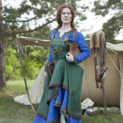 ancient viking dress and apron quotingrid the hearthkeeper