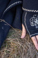 "Woolen Embroidered Mittens ""Lost Princess"" Gloves"