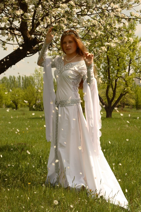 New amazing medieval wedding dress isolde armstreet for Renaissance inspired wedding dress