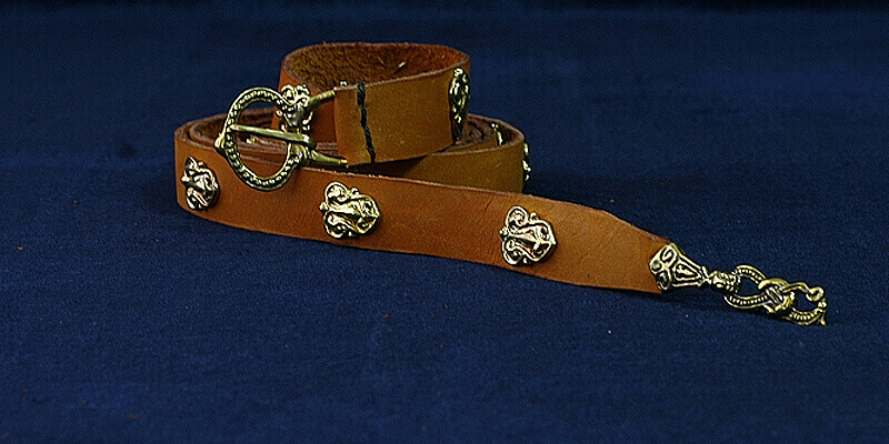 "Leather Belt with Molded Accents ""Gothland"""