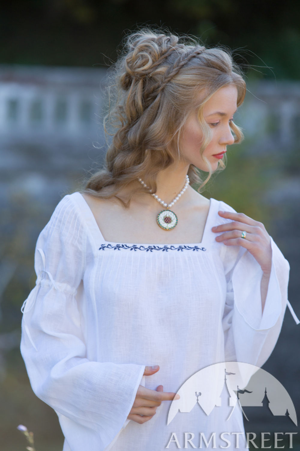 Linen chemise with bell sleeves and hand embroidery