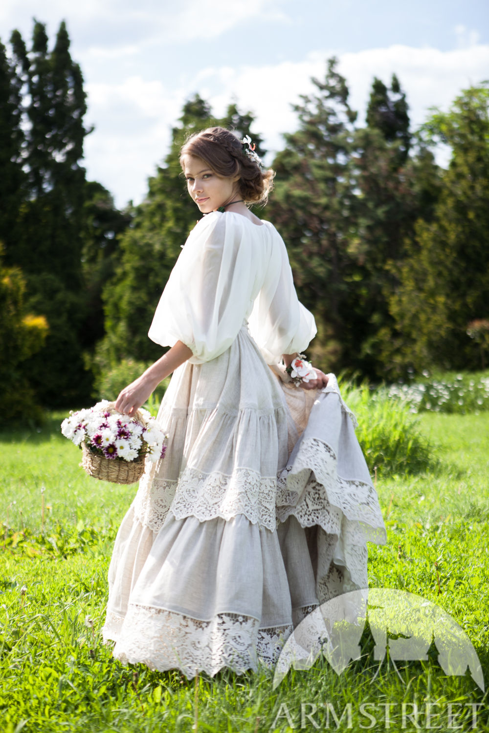 "Voluminous linen underskirt with lace ""Snow White"""