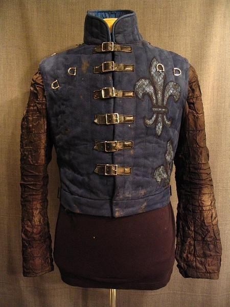 Historical gambeson with removable sleeves